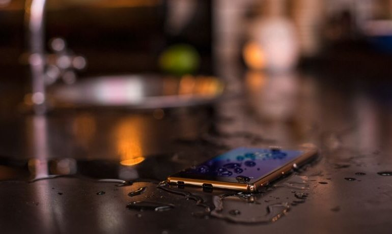 xperia-z3-plus-waterproof-and-dust-tight-d354507887e3309ce507768b7c5ddfd5-940